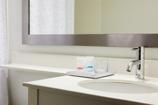 Schiller Park, IL: Caswell-Massey Bathroom Amenities