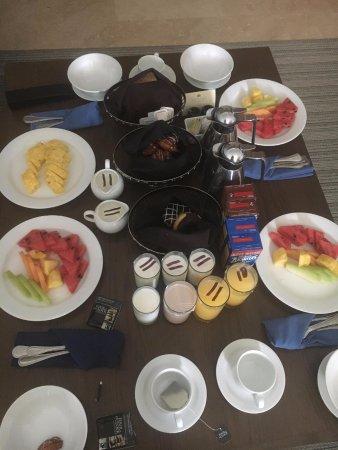Muy buen desayuno en la habitación. Great room breakfast