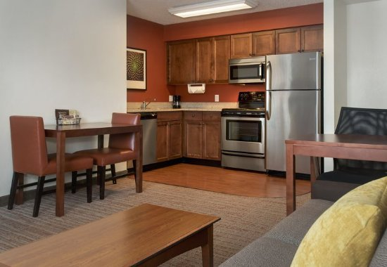 East Greenbush, Nowy Jork: Fully Equipped Kitchen With Oven