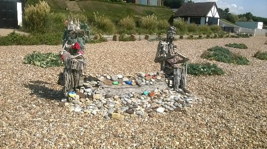 Bexhill-on-Sea, UK: Romantic beachfront feature 5-minute walk to the left of the hotel