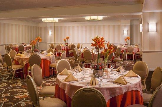 Warwick, RI: Grand Ballroom Social