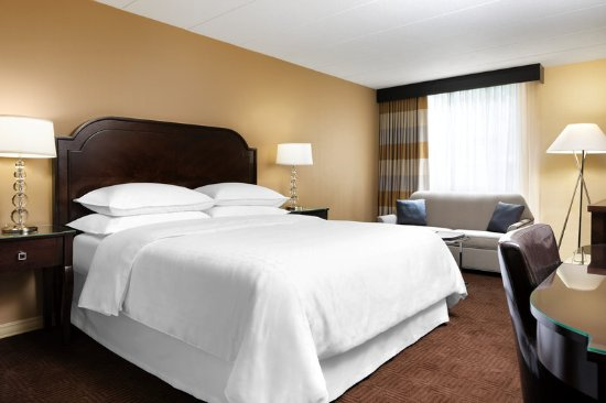 Brookfield, WI: Traditional King Guest Room