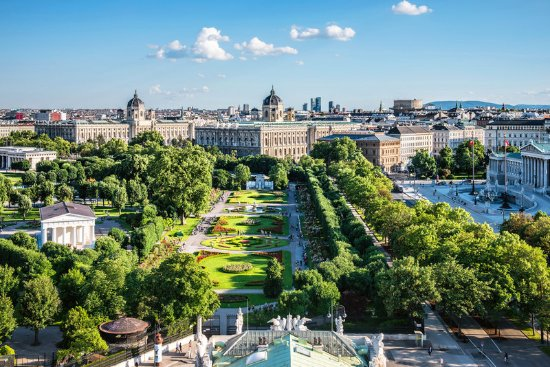 Le Meridien Vienna: View of the Volksgarten, museums and Parliament