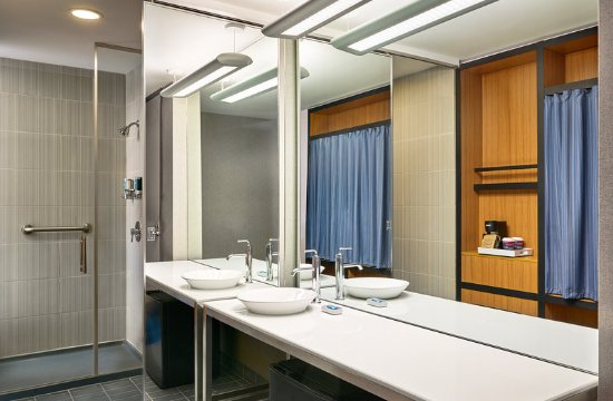 Aurora, CO: Bathroom