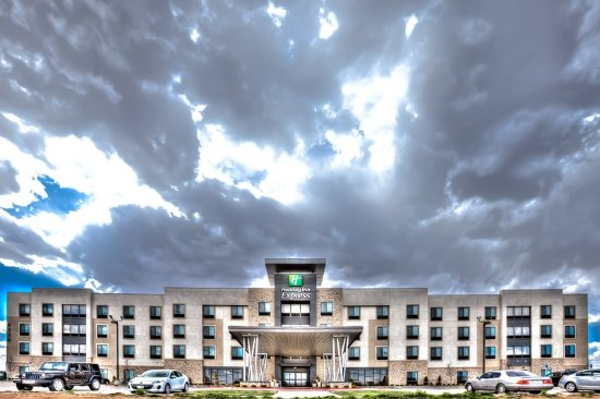 Holiday Inn Express & Suites Amarillo West: Hotel Exterior