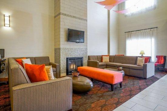 Carmel, IN: Lobby Lounge