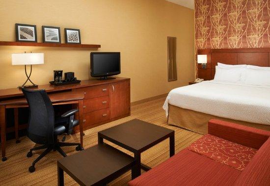 Utica, MI: Guest Room Work Desk