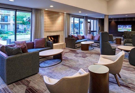 Clive, Айова: Lobby Conversation Area