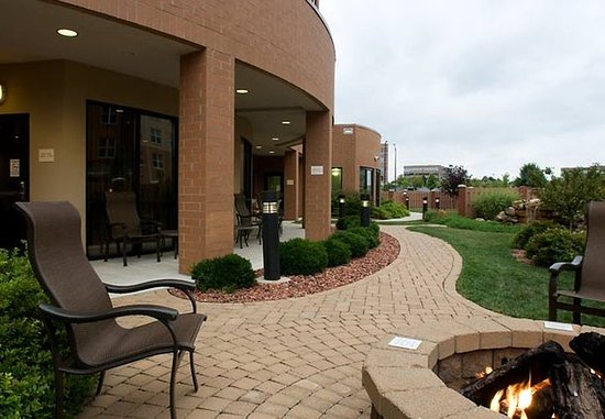 West Chester, OH: Terrace Courtyard
