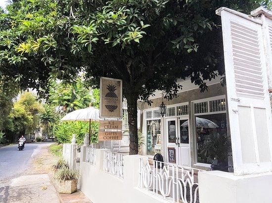 Mendira House