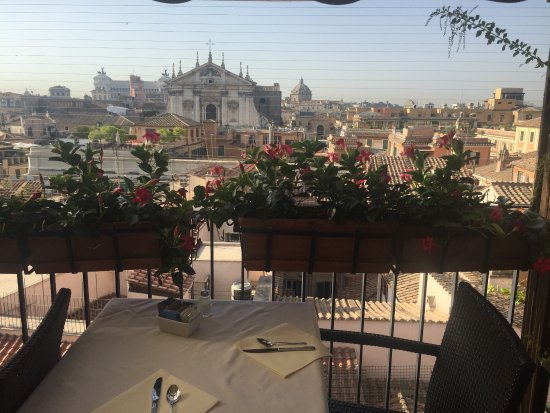 Colonna Palace Hotel: Breakfast on the rooftop.