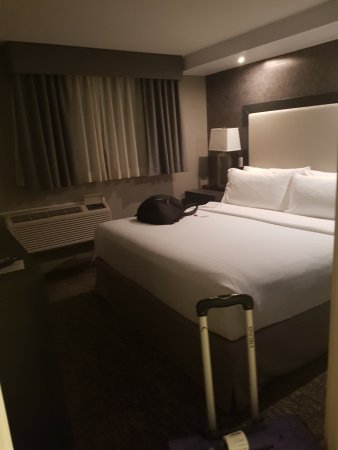 Holiday Inn Express Calgary: 20170921_004329_large.jpg