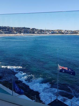 Bondi, Australia: Beauty views! Watch the surfers!