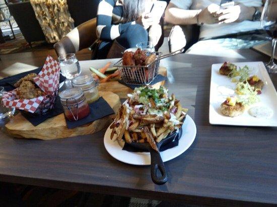 Kananaskis Country, Καναδάς: Crab cakes , fried chicken