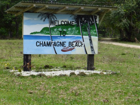 Champagne Beach: Welcome sign