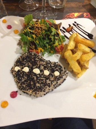 Entraigues-sur-la-Sorgue, France: Le thon mi cuit et les frites maison un délice !