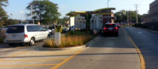 Addison, IL: dual lane drive-thru at McDonald's
