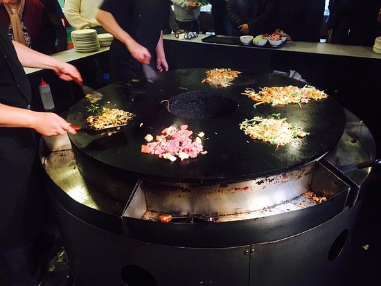 Khagan Mongolian BBQ Buffet: You do not need to cook !!