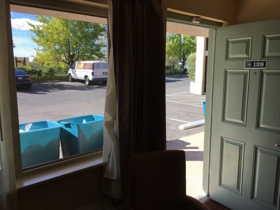Best Western Plus Hilltop Inn: Trash bins/carts in front of room 128