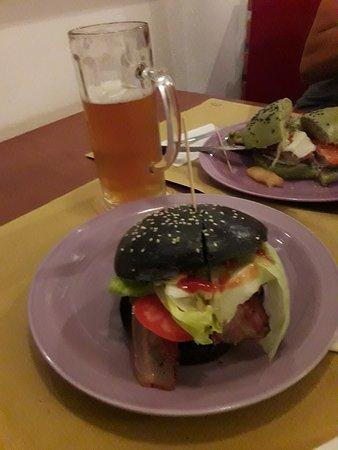 PhanKool Birreria & Pub : Hamburger pane nero