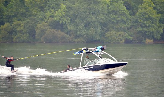 Waterhead Hotel: Skiing lessons near by