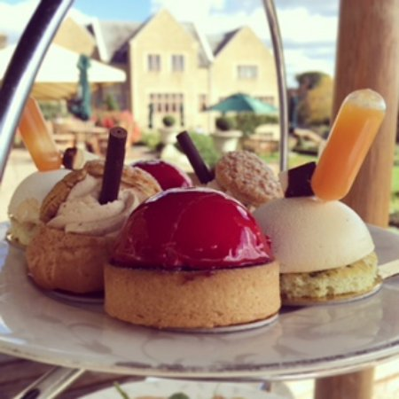 Lower Beeding, UK: Afternoon tea at South Lodge