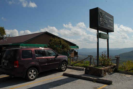 Jasper, AR: Cliff House Restaurant with a view of Big Creek Valley!