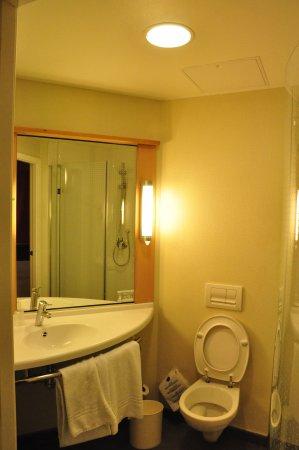 Hotel Ibis Oviedo: Inside view.