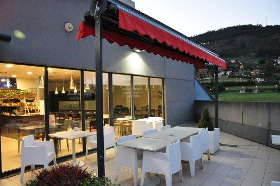 Hotel Ibis Oviedo: Outside terras.