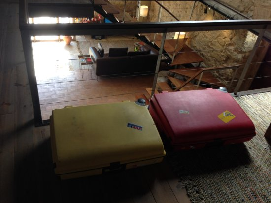 Sobral de Monte Agraco, Portugal: Koffers op vide vanwege te weinig ruimte op kamer