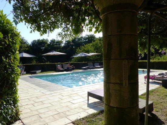 Annesse-et-Beaulieu, Prancis: La piscine