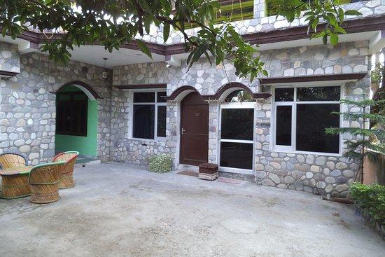 Garjia, India: Open area and reception area