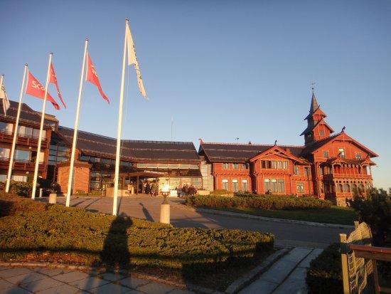 Scandic Holmenkollen Park: Main facade of hotel