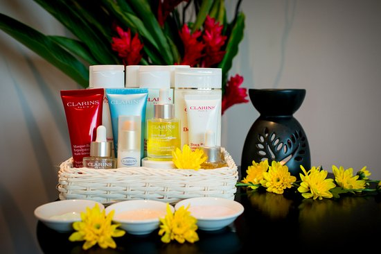 Choeng Thale, Thailand: The top of the line of Clarins products for amazing facial treatments