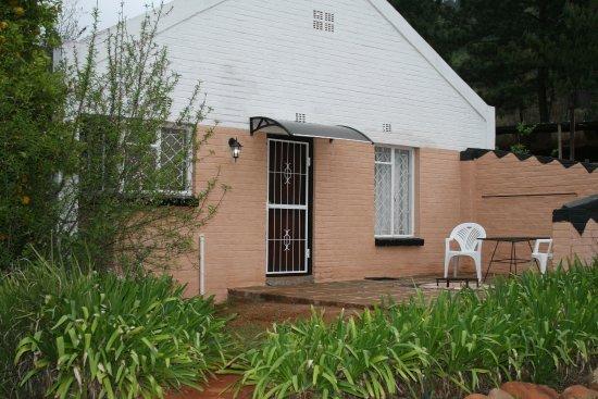 Sabie, Republika Południowej Afryki: Executive 2 Sleeper - patio with fire-pit/braai and free fire wood