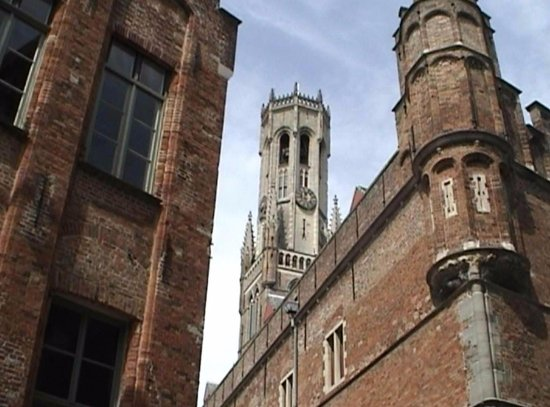 Колокольня и рыночные павильоны  Дозорная башня и колокольня Беффруа c3b92af8cabe7