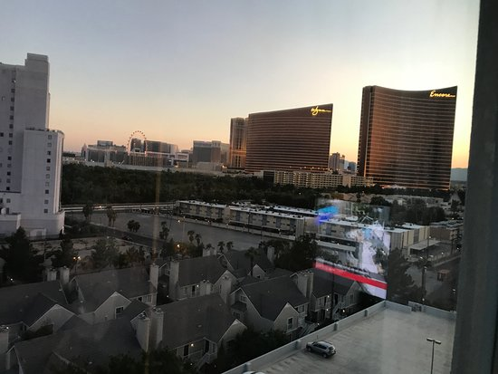 Las Vegas Marriott: View from the room to the strip