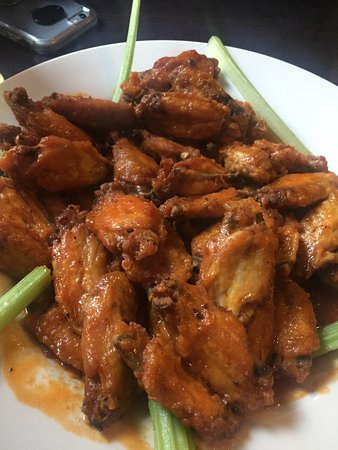 The Cellar Bar and Restaurant : Massive portion of spicy wings