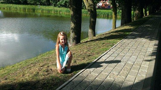 Nesvizh, Bielorrusia: Аллея до замка