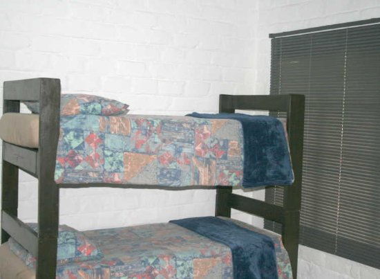 Sabie, South Africa: Standard 4 Sleeper - bunk beds in living area. Can be taken down to form 2 x single beds