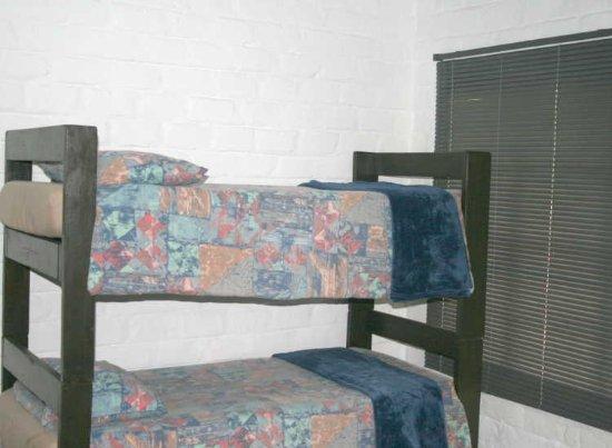 Sabie, Republika Południowej Afryki: Standard 4 Sleeper - bunk beds in living area. Can be taken down to form 2 x single beds