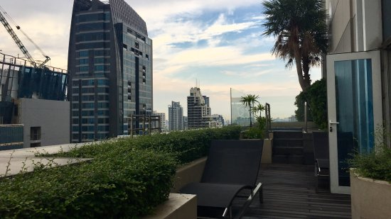 Sofitel Bangkok Sukhumvit: Terrasse mit Whirlpool