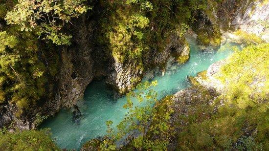 Leutasch, Oostenrijk: Beautiful crystal clear water!