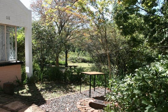 Sabie, Sydafrika: Standard 2 Sleeper - patio with private fire-pit/braai and free firewood