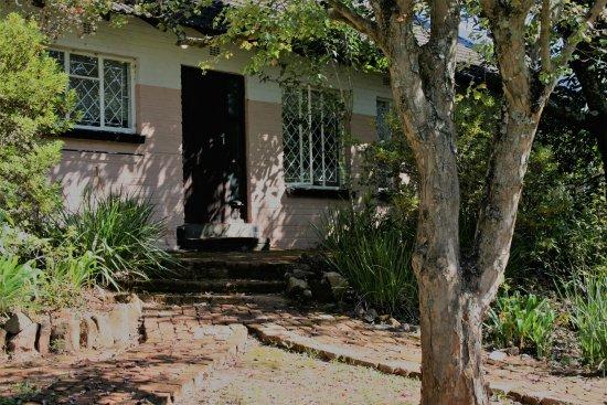Sabie, Sydafrika: Standard 6 Sleeper - view from garden