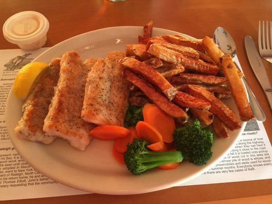 Raleigh, Canadá: Best cod and chips ever. No batter really - just fresh fish and the perfect amount of spice.