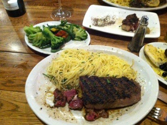 Brooksville, FL: Huge NY Strip Steak w/Pasta side