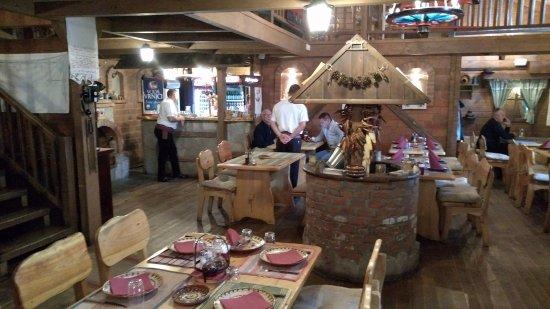 Kraljevo, Serbia: Central part of the restaurant