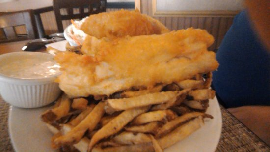 Waterford, NY: Fish and chips plate