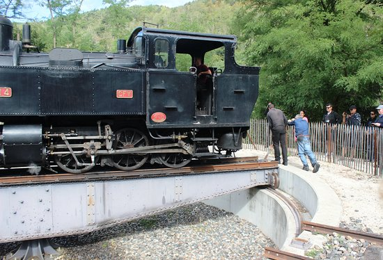 Tournon-sur-Rhone, France: Turning the engine on the turntable for the return trip
